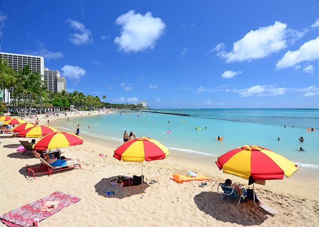 Beach across from Waikiki Beachtower
